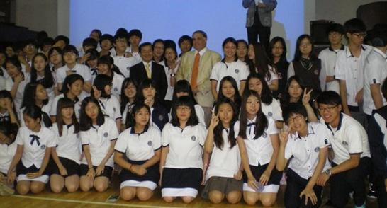베반모리스박사기자회견-2011-12-28-546